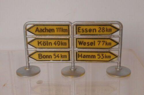 Siku V423 Plastic Direction Sign Aachen Koln Bonn Essen Wesel Hamm