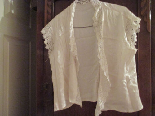 1930s40s Bed jacket with lace. Large Size afficher le titre d'origine