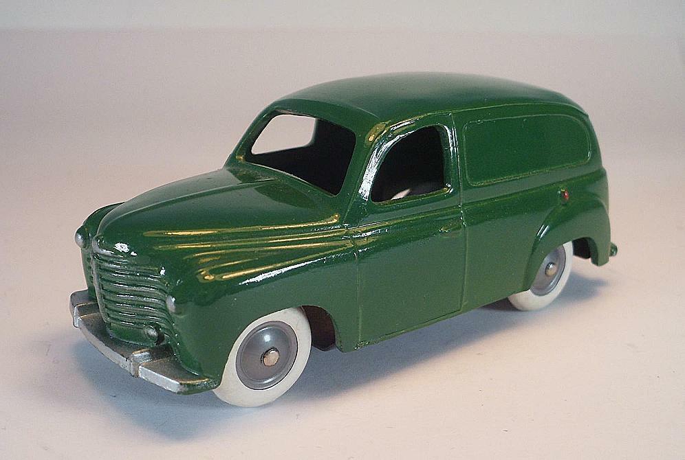 Cij 1 43 nº 3 44 renault Colorale 1950 lighter verde chasis rivete  rare