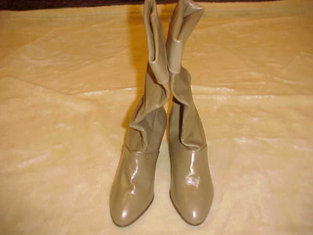 RARE VINTAGE LADIES JOYCE LEIF TAUPE VERY SOFT LEATHER BOOTS SIZE 8 1 2 M