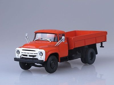 MODEL of the legendary car of the USSR 1//52 truck ZIL-130