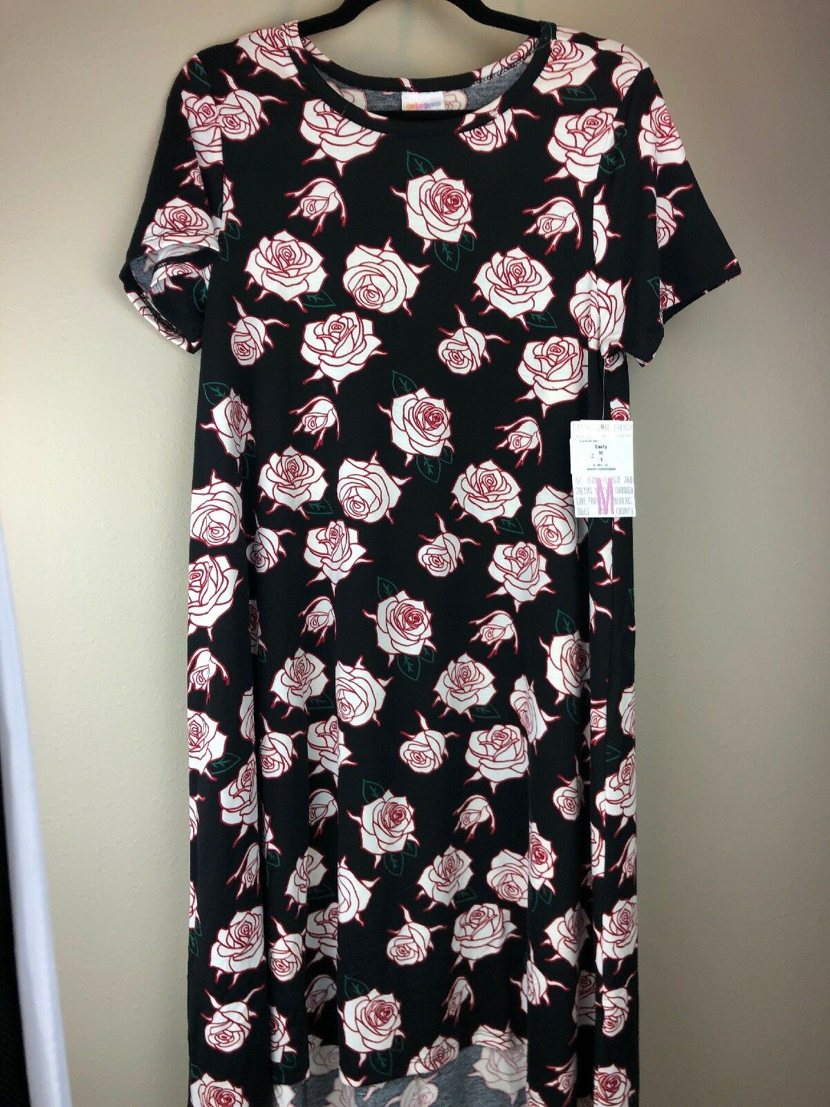 LuLaRoe M Pocketless Carly Dress rot & Weiß Rosas on schwarz - Medium