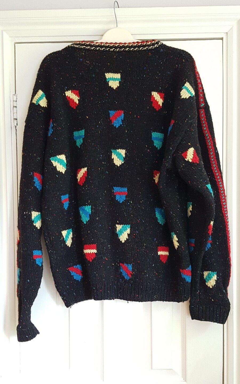 Hand knitted chunky  wool  jumper heraldic shields schwarz multi xl xxl xxxl