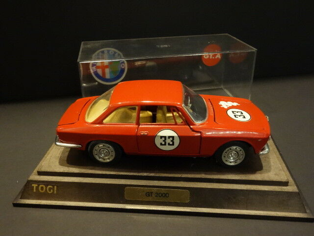 TOGI 1 23° Diecast Alfa Romeo 2000 Gta 1965 + Showcase Box