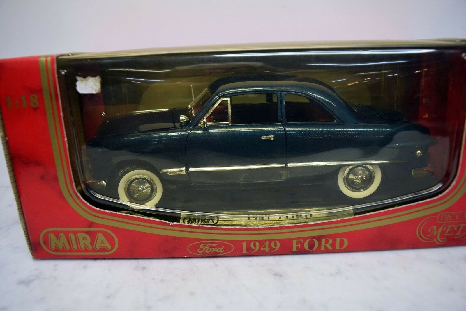 Mira 1 18 6250 Ford, 1949 vert foncé, DIE CAST