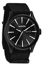 Reloj Nixon Sentry Negro Blanco Chronicle 42mm Caja De Acero Inoxidable Negro A105005