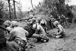 WWII-photo-group-of-American-Marines-during-the-fighting-in-Okinawa-war-18o