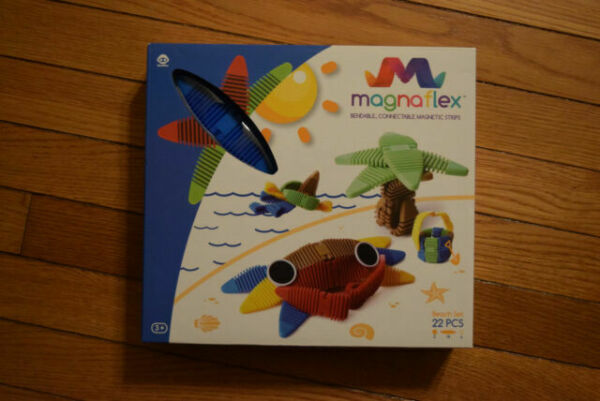 22 pieces WowWee Magnaflex - Bendable-connectable-magnetic Strips Beach Set
