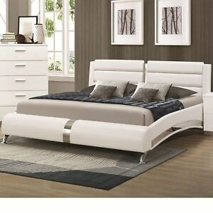 Incroyable Coaster 300345KW Felicity Glossy White California King Bed