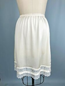 Vintage Half Slip SIZE Small Vanity Fair Cream lace Nylon classic bride pin up
