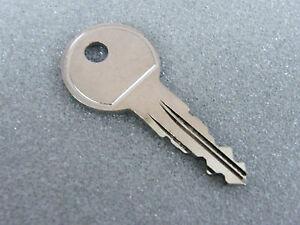 Thule Schlüssel N160 N 160 Ersatzschlüssel für Heckträger Dachboxen Dachträger