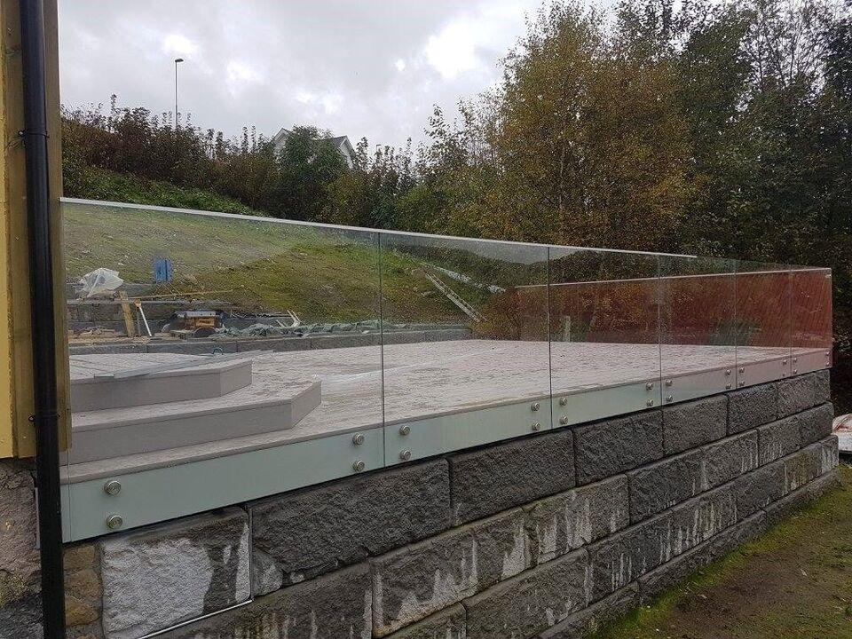Glashegn med punktmontering