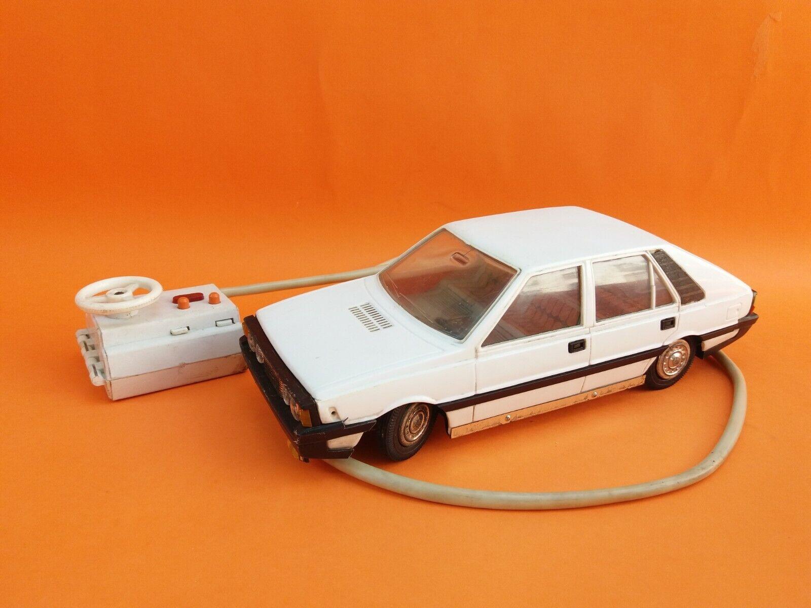 ビンテージ古い希少FSO CZZポーランドPolonez車玩具バッテリー