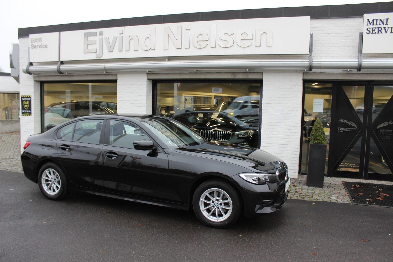 BMW 320i 2,0 Connected aut. 4d - 399.900 kr.