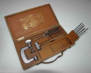luxueux-coffret-d-039-outils-de-decoration-du-cuir-l-039-artisan-pratique-marteau