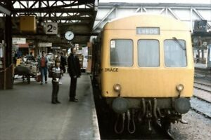 PHOTO-DMU-UNITS-NO-78708-78958-AT-SHEFFIELD-1986