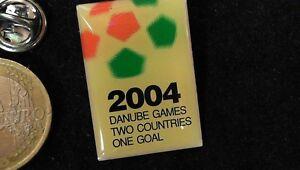Fusball-Pin-Badge-Bewerbungspin-Euro-2004-Osterreich-Ungarn-extrem-rar
