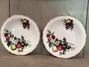Pair-of-Royal-Grafton-Fine-Bone-China-Small-Plates-5-034-gold-edge-Fruit-Design