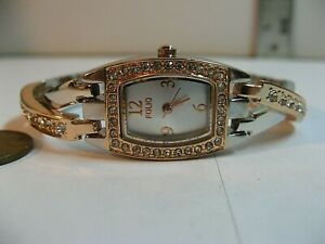 FOLIO (BY FOSSIL) WOMAN'S GEMSTONE ENCRUSTED QUARTZ WATCH/MINT COND/NEW BATTERY.