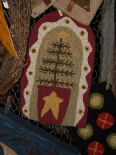 "PRIMITIVE HOOKED RUG PATTERN ON LINEN ""O'FEATHER TREE"""