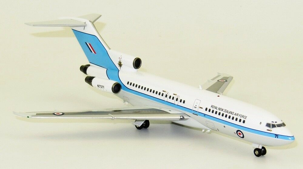 INFLIGHT 200 IF721RNZAF01 1 200 NEW ZEALAND AIR FORCE B727-100 NZ7271 WITH STAND