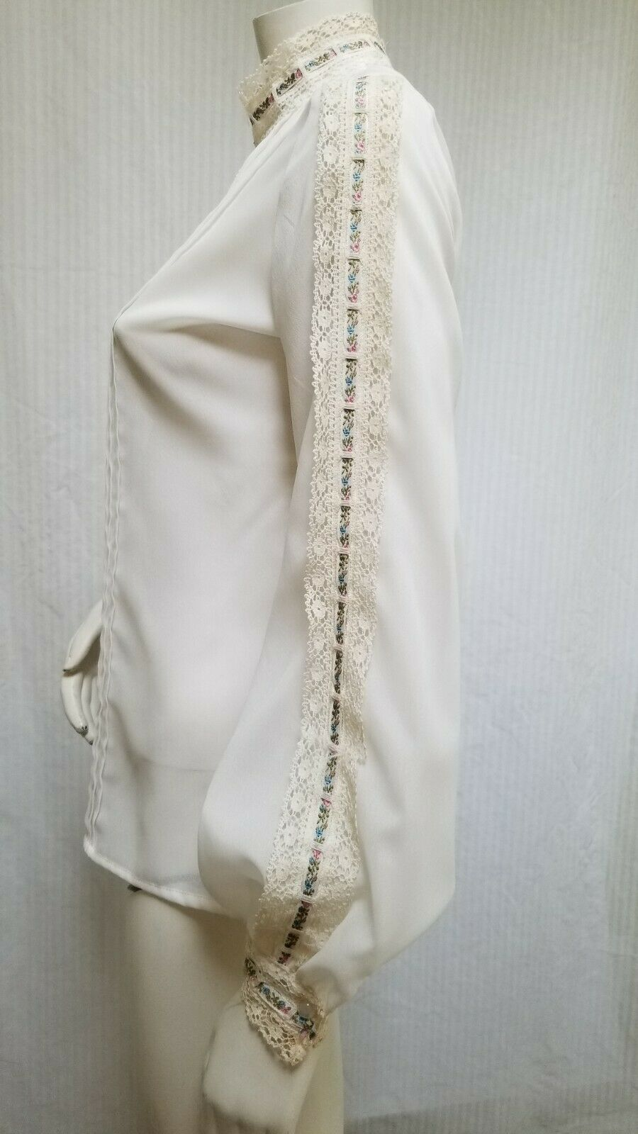 Vintage LORD & TAYLOR Ivory Crochet Lace Pleated … - image 5
