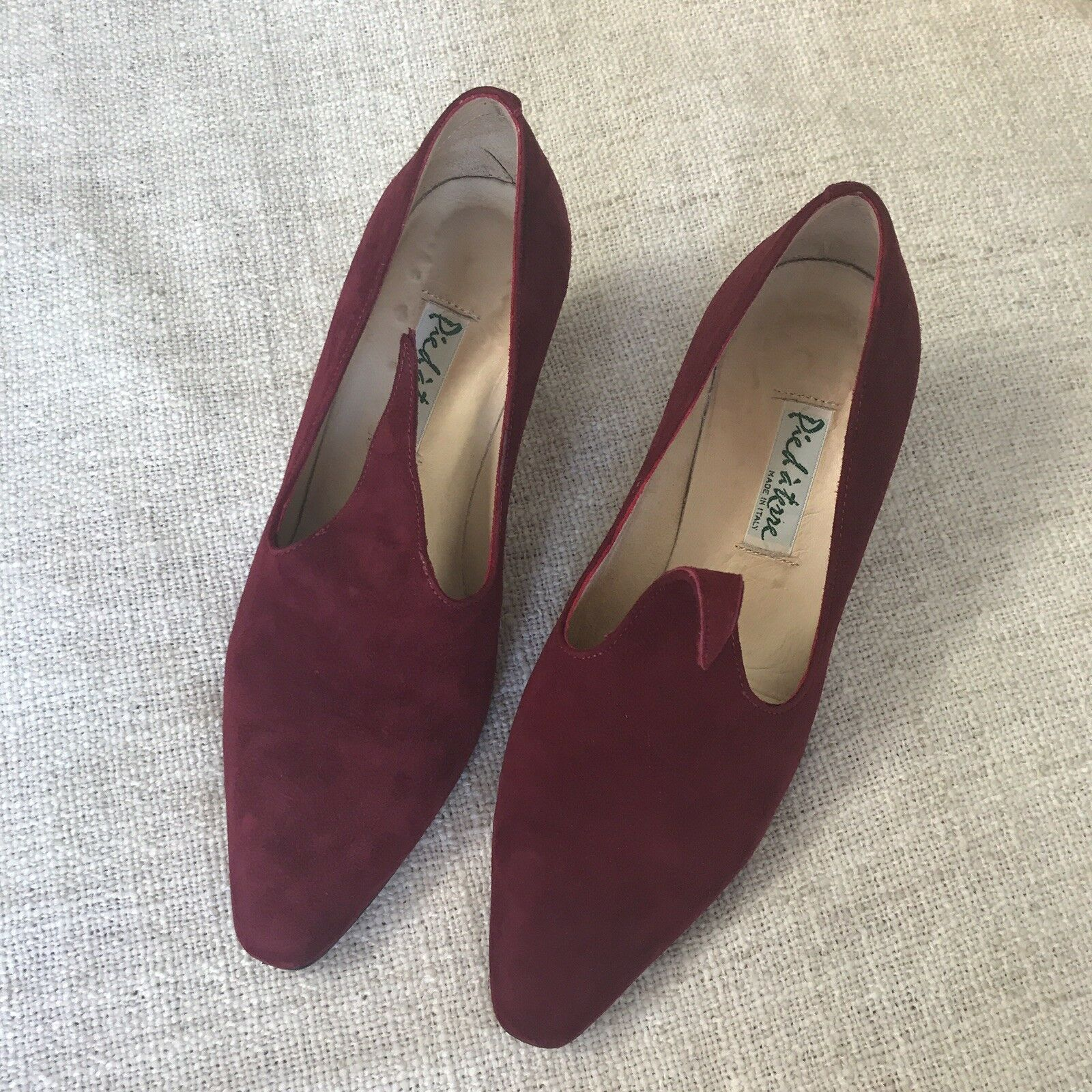Pied a terre Size 4 Burgundy Suede Heels