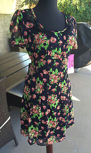 NWT-rare-Betsey-Johnson-Black-red-green-Floral-Flowers-Dress-Lace-collar-Sz-2