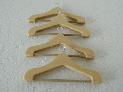 M2.21 1//12th scala casa delle bambole set di quattro appendiabiti in legno