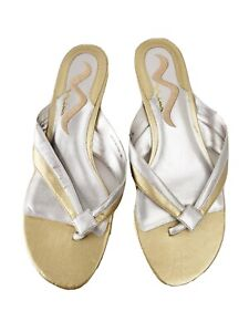 Nina-shoes-8-M-silver-and-gold-leather-kitten-heel-thong-sandals