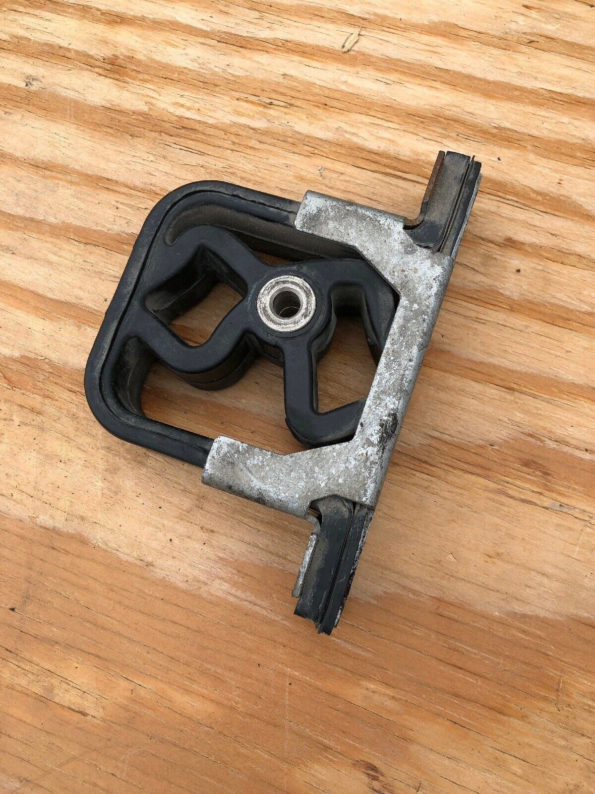 #18 21 1 105 638 NEW EXHAUST SYSTEM HANGER 68-95 525, M3, 2002 BMW