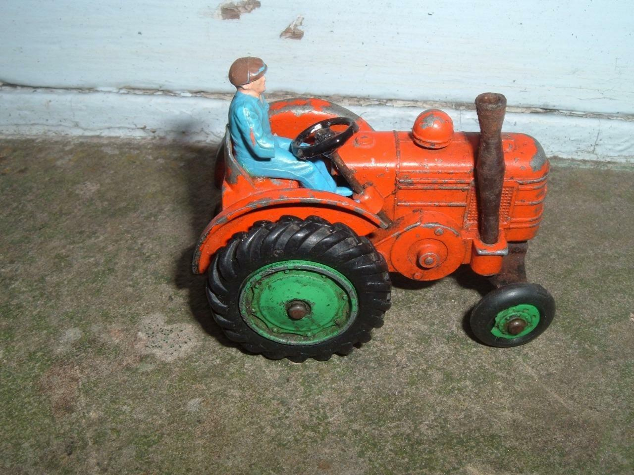 DINKY FIELD MARSHALL TRACTOR RUBBER TYRE VERSION DRIVER HAS NO ARMS
