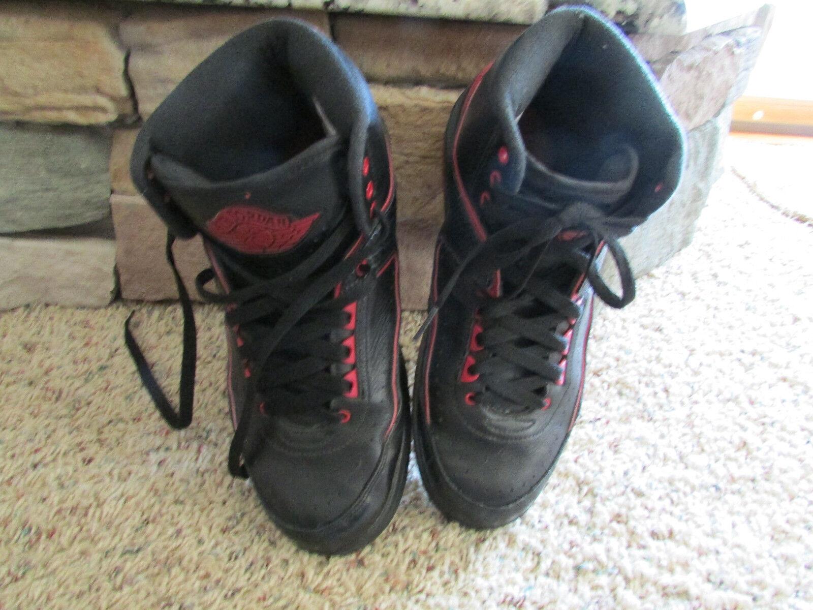 Nike Air Jordan Retrò 2     Uomo 8,5 834274 Nero / Rosso A Metà