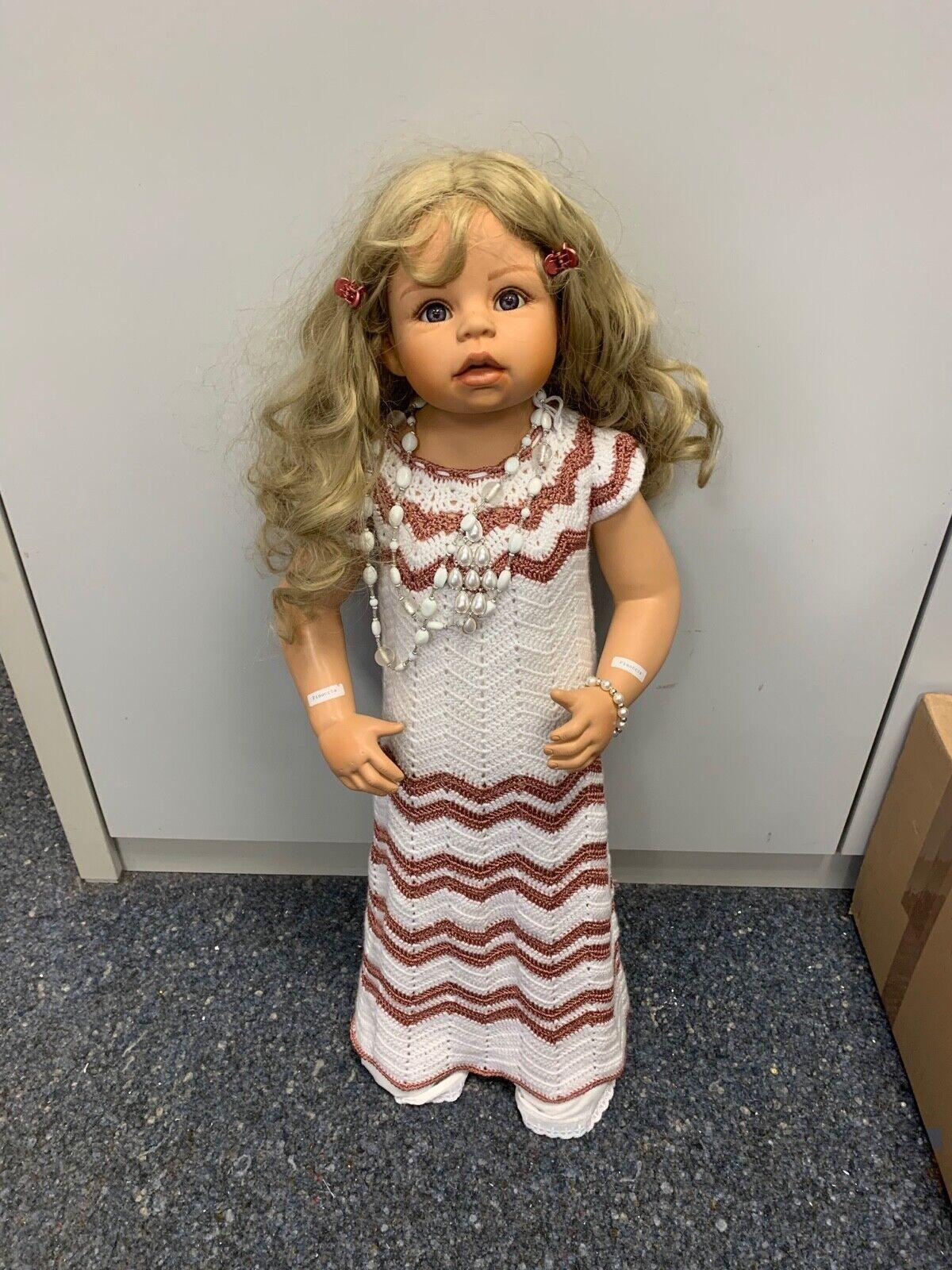 Monika levenig vinilo muñeca 80 cm. top estado