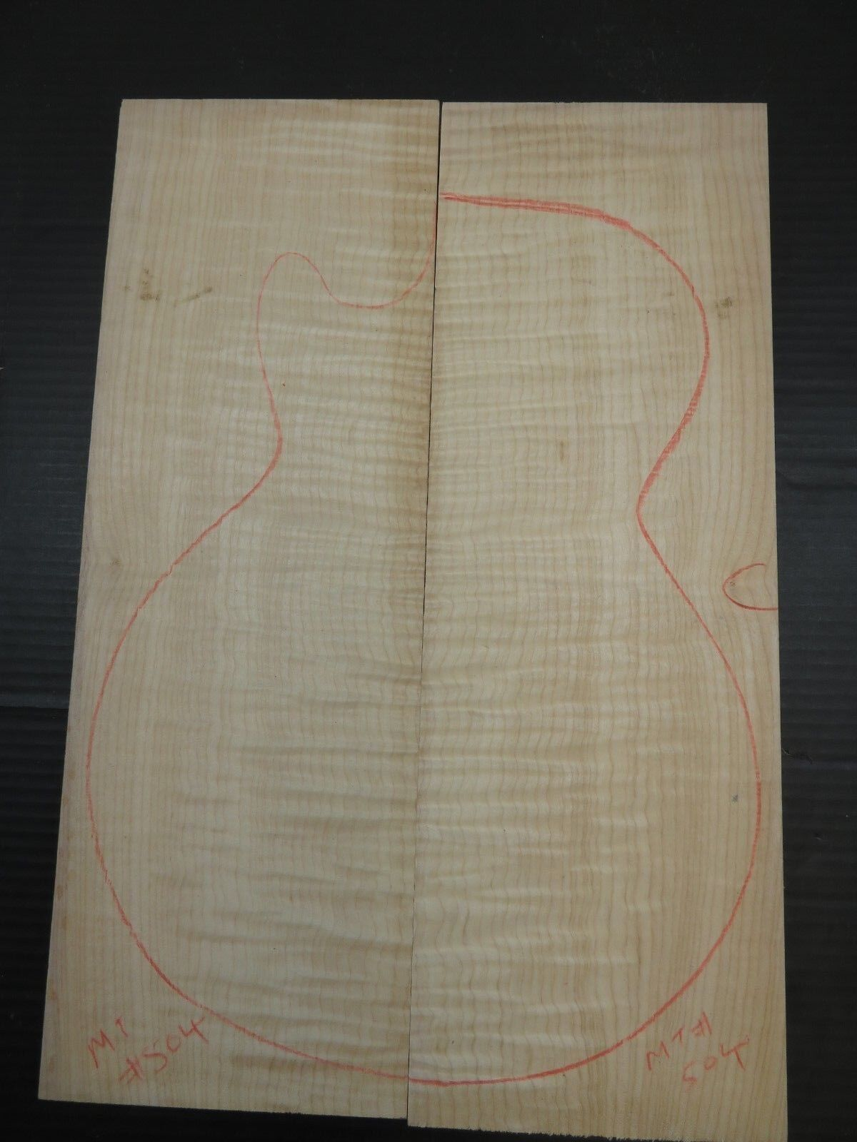 Flamme   Curly Ahorn Geschnitzt Oberteil für E-Gitarre 17.8x53.2x2.8cm MT504