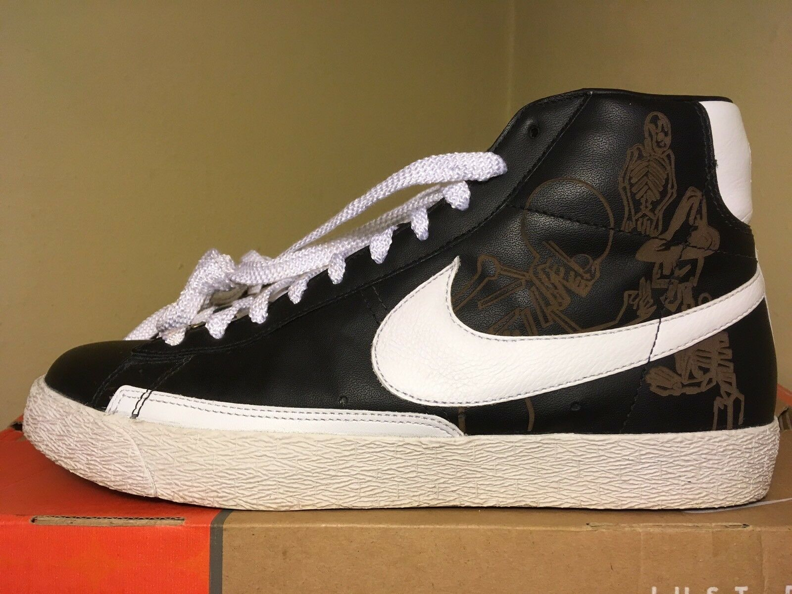 Nike Blazer High Premium Sz. 10.5 In Blk/Wht/Orng Blaze 100% Authentic!!