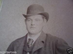 ANTIQUE-OLD-VINTAGE-CDV-PHOTO-PORTRAIT-GENTLEMAN-MAN-IN-BOWLER-HAT-AND-COAT