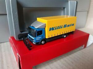 Atego-NR-5742-bg-Willi-betz-12to-de-distribucion-camiones-con-carga-a-bordo-muro-151542
