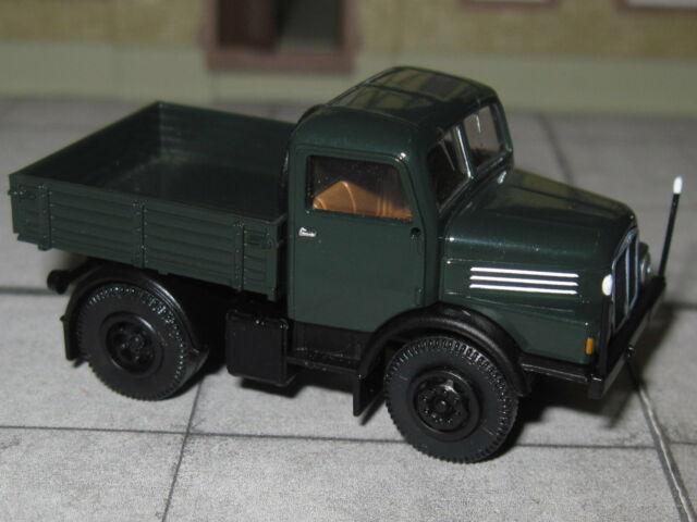 1//87 Brekina IFA S 4000-1 Zugmaschine grün mit rotem Chassis ZM 71452
