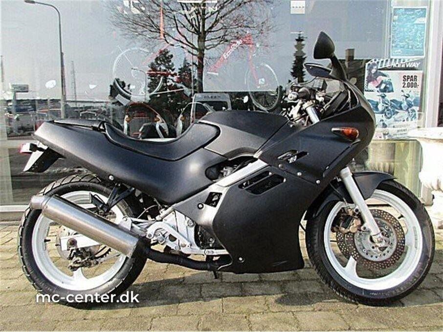 Suzuki, GSXR 250, ccm 250