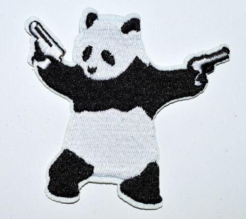 Panda Bear brandissant Pistolets Fusils brodé Iron On Patch Patches Applique