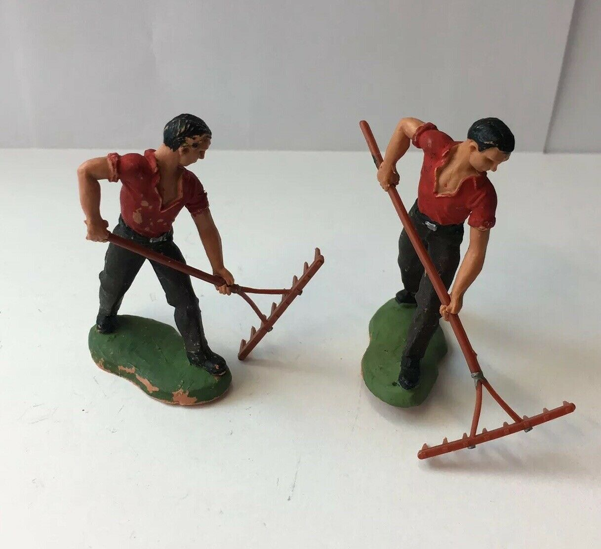 X2 Britains Labourers With Garden Rakes 5.5cm In Height