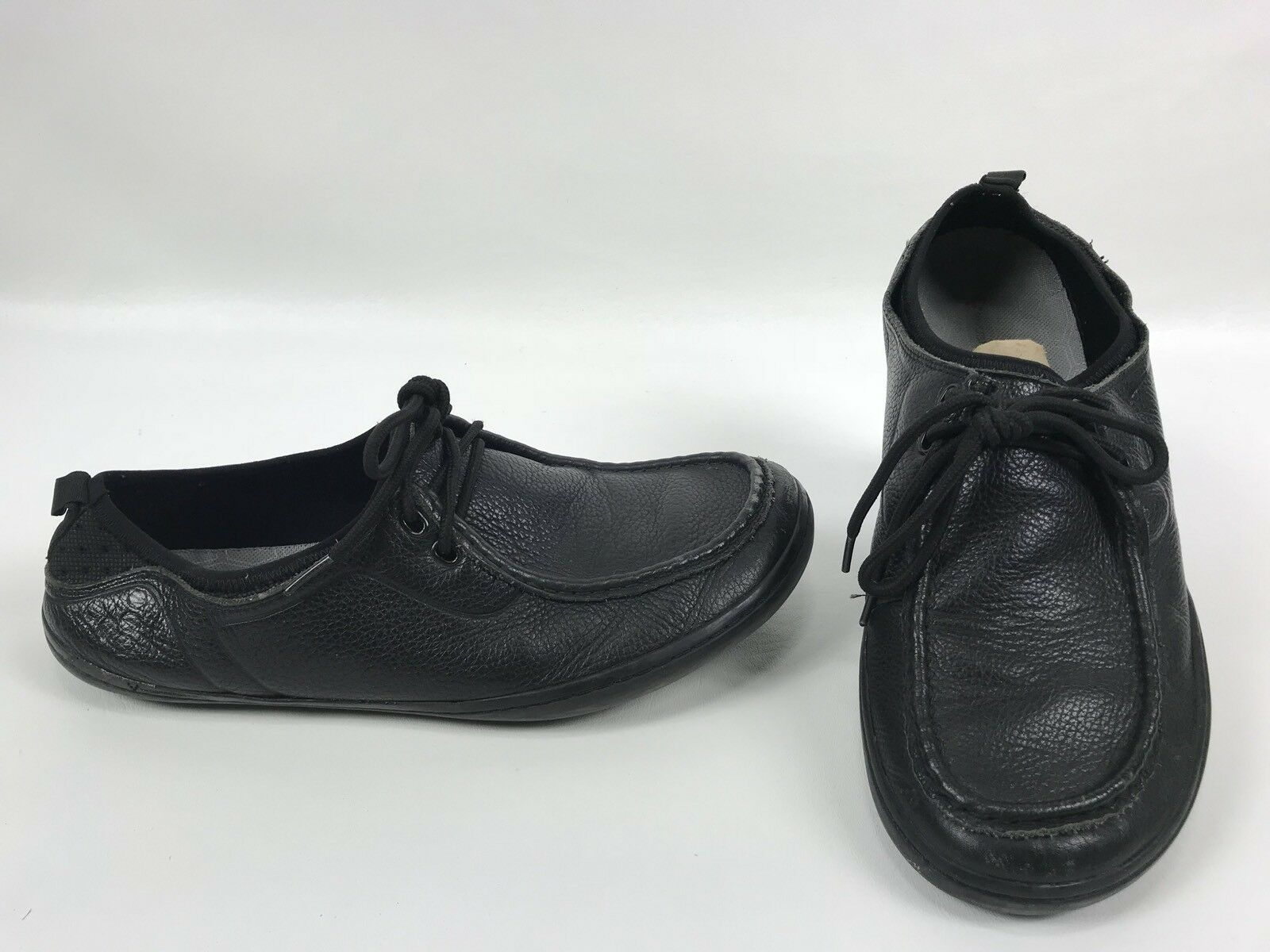 El hombre de Estados Unidos, Terra plana Moc, calzado negro.