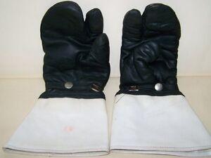 Old-GDR-Motorcycle-Gloves-Vopo-Gr-8-Gloves-For-Vintage-Motorcycle