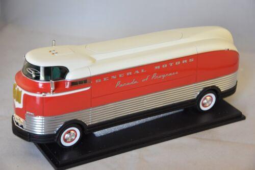 NEO 46470 - GM Futurliner argent / rouge - 1941  1/43