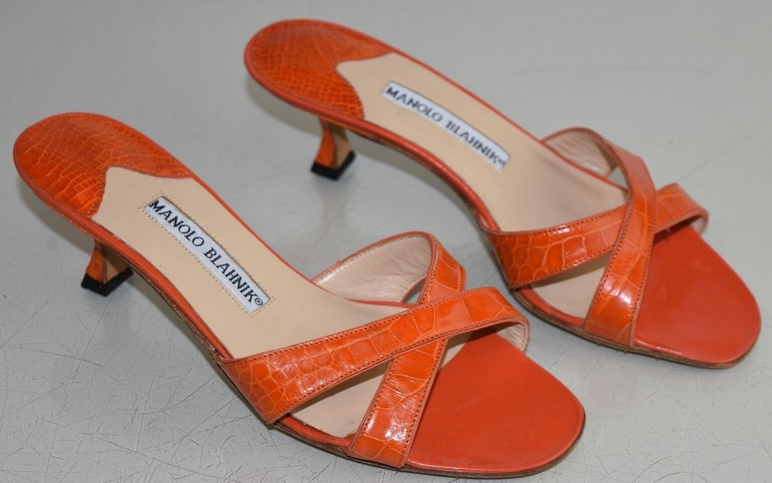 Neuf Signé par Manolo Blahnik Callamu Orange Alligator Crocodile Sandales 35