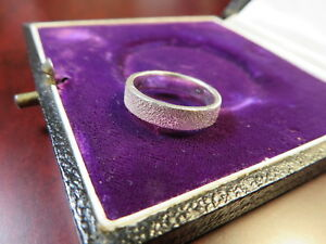 Wundervoller-925-Silber-Ring-Sterling-Diamantiert-Hell-Funkelnd-Modern-Elegant