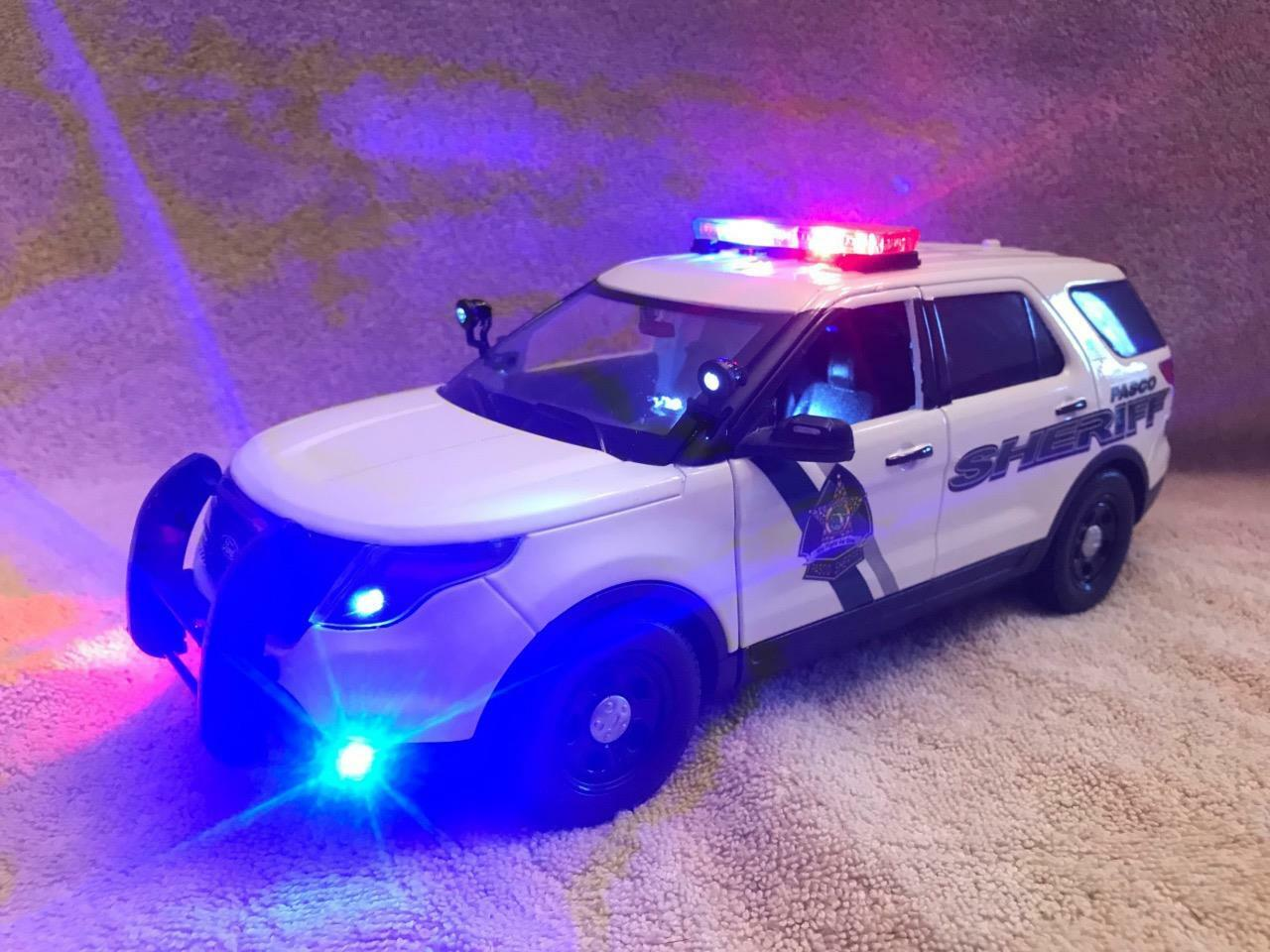 1 18 SCALE DIECAST PASCO COUNTY SHERIFF FL FORD SUV W WORKING LIGHTS AND SIREN
