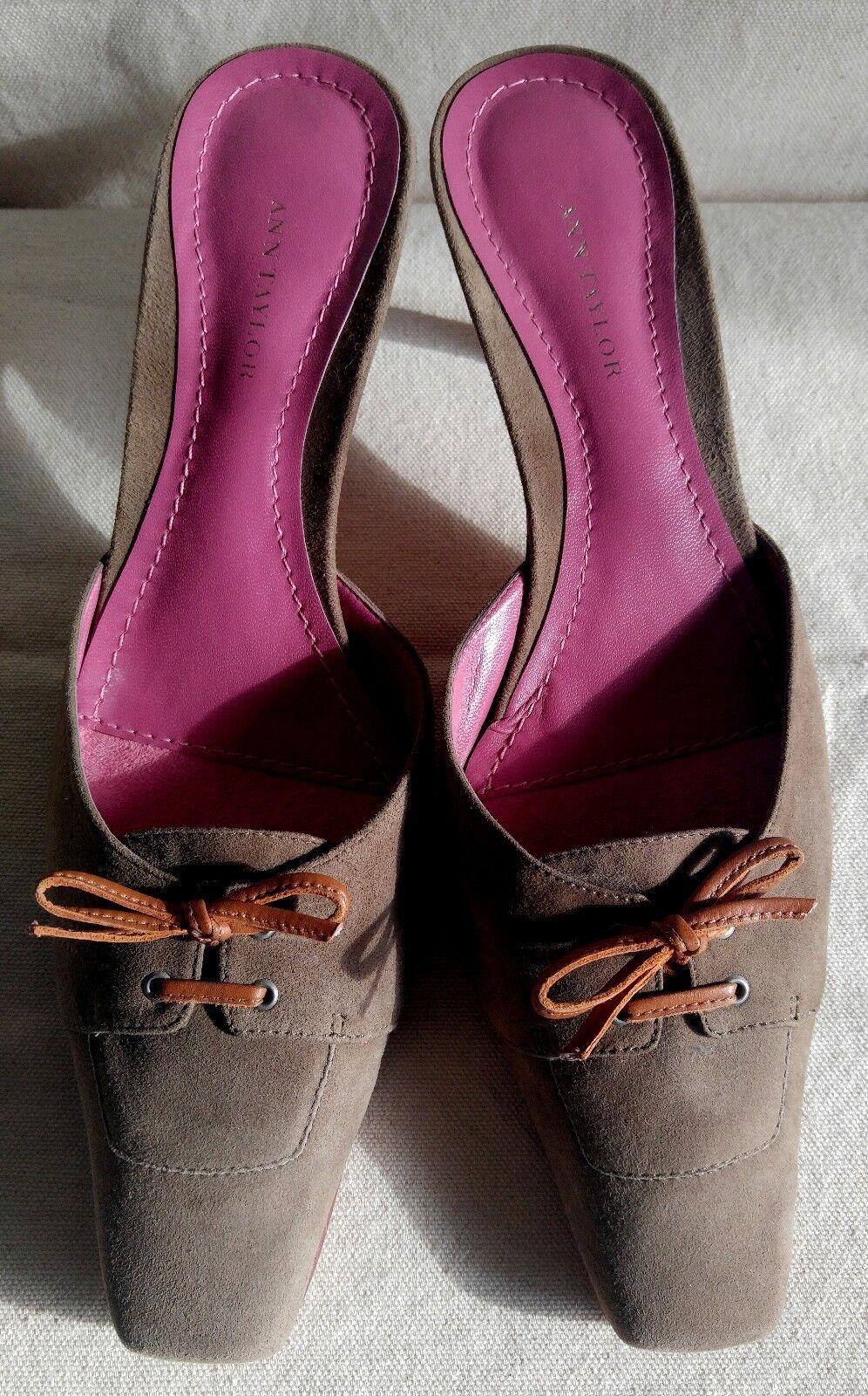 vendita all'ingrosso New ANN TAYLOR Pumps scarpe Tan Marrone Suede Suede Suede Leather Heels Sz 8.5 Slides  i nuovi marchi outlet online
