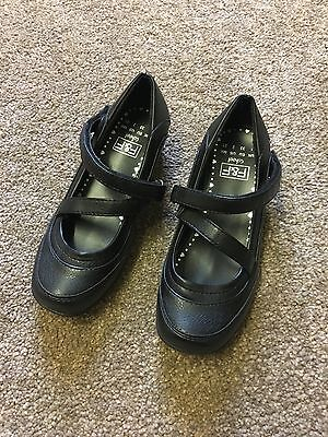 Brand New Clarks Girls Kids Black Leather School Shoes Size UK 10-13 Boxed